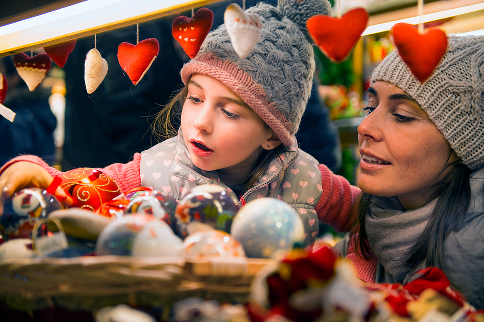 First Financial Security FFS, gift buying, holiday shopping trends, 2016 seasonal spending data, infographic
